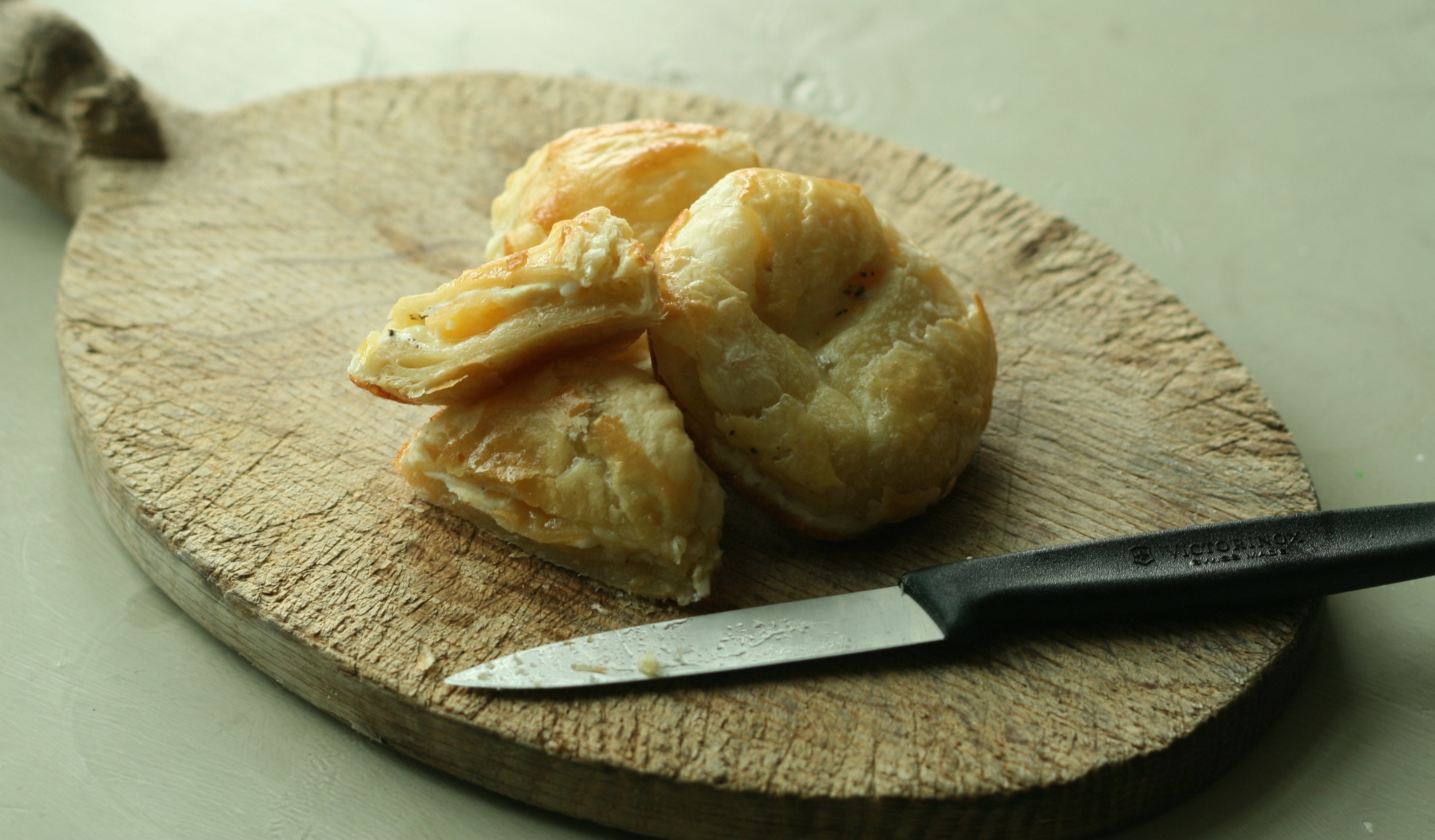 Recipe quail egg and gruyere pies james ramsden for Quail egg canape