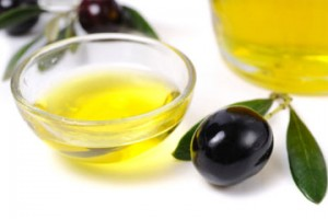 olive-oil-good-for-lips-1